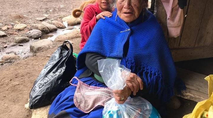 ENTREGA DE VÍVERES A LAS FAMILIAS QUE SE ENCUENTRAN EN SITUACIÓN DE VULNERABILIDAD